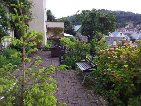 Lyn Holiday Apartments and Fern Cottage: Terrace @ Lyn House