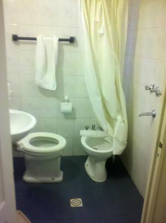 baño chiquito sin delimitar sector de ducha