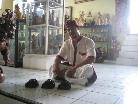 Masters of Bali: Выбираю маску.Нашла брак.менеджер удивлён.