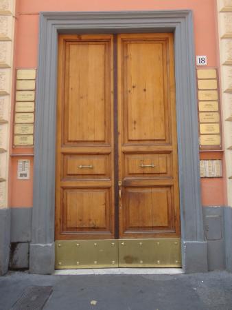 Interno5: Front Door