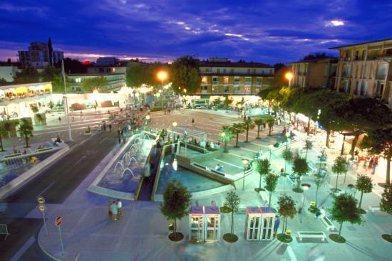 Hotel Golf: Piazza Fontana Bibione Venezia