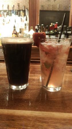 Mojos Bar & Grille: Craft beers and Mojitos