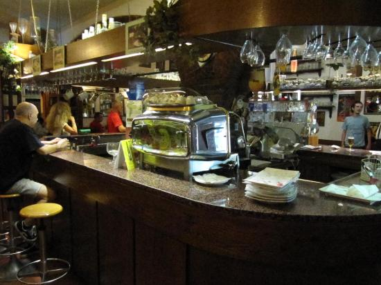 Antonietti Igor Moon Pub: tutti attorno al bancone