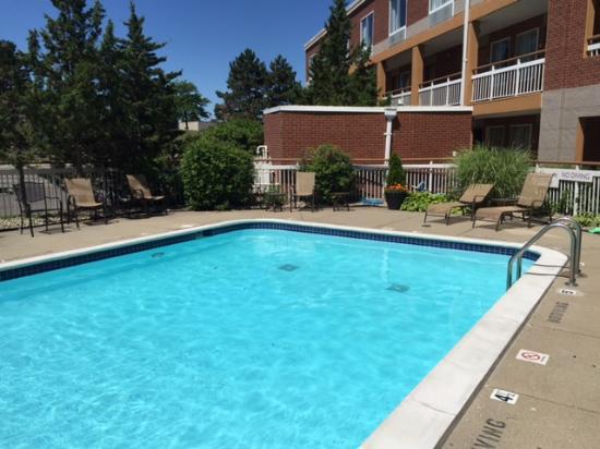 Baymont Inn & Suites Auburn Hills: Pool