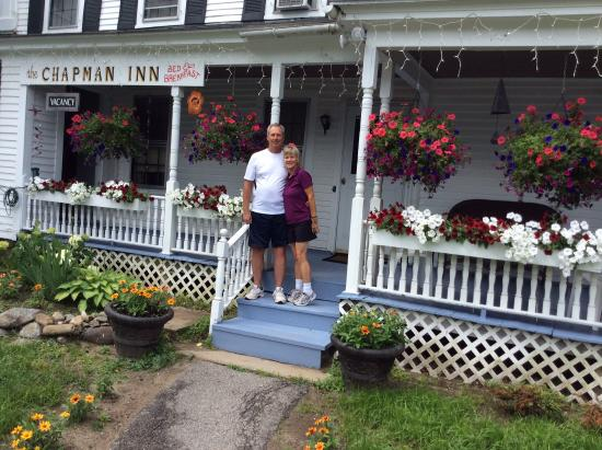 Chapman Inn: Nice porch with rocking chairs