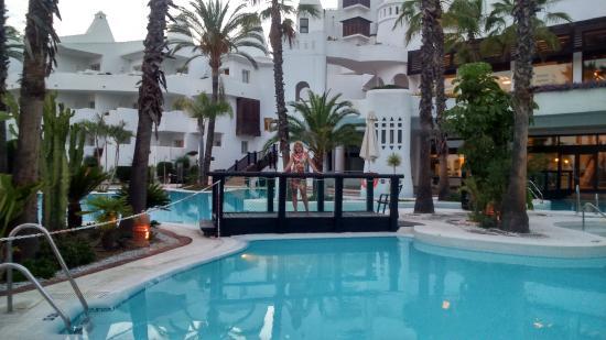 H10 Estepona Palace: территория отеля