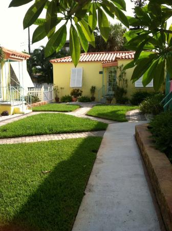 Island Paradise Cottages of Madeira Beach: Lovely grounds!
