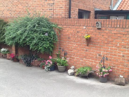 Dog & Duck Inn: The courtyard again