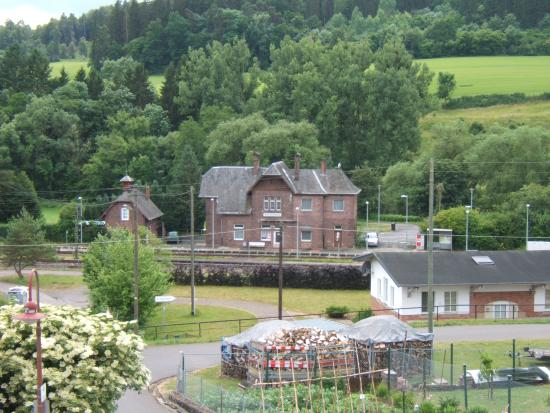 Philippsheim, Germany: Train station right down the street