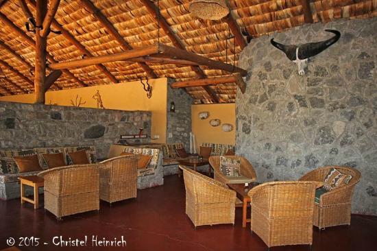 Ndutu Safari Lodge: Lounge-Bereich