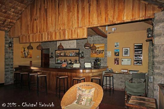 Ndutu Safari Lodge: Bar