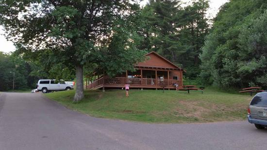 Ishpeming, MI: Teal Lake Lodge in the Lower Park
