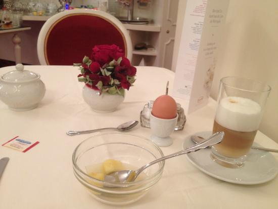 Hotel Amadeus: Adequate breakfast.