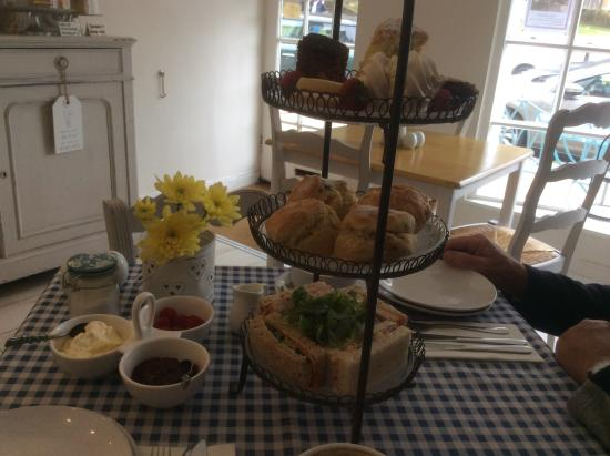 Bluebells Cafe Tearoom: You don't go hungry��