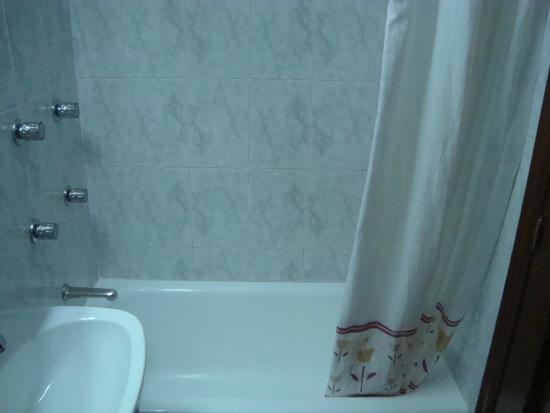 Hostal Dulcinea : Baño de la habitación doble