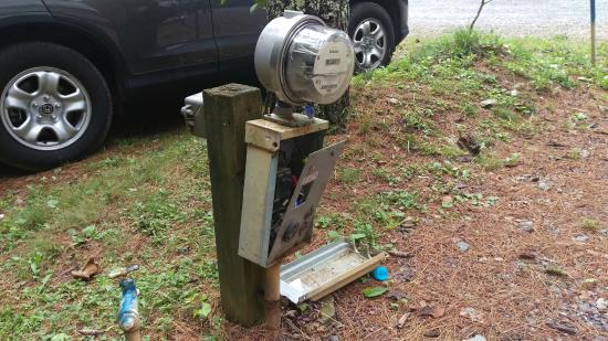 Honey Bear Campground : Electric pedestal