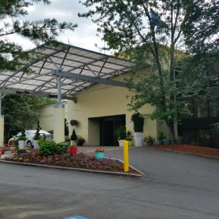 Holiday Inn Nashua: Front entrance