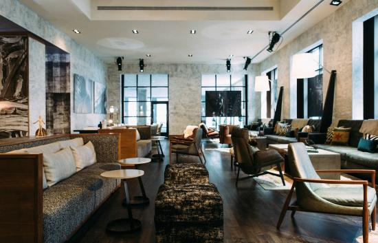 Renaissance Chicago Downtown Hotel: The perfect spot to meet friends or colleagues for a drink.