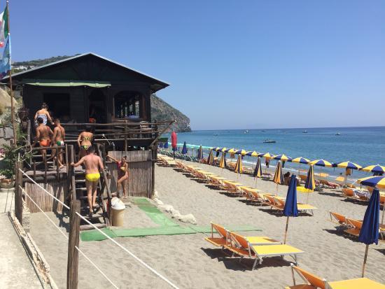 Bagno muga sulla spiaggia di maronti foto di maronti - Bagno italia ischia ...