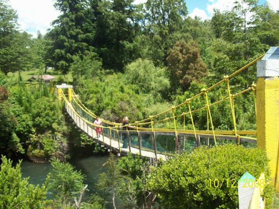 Rotonda del Cautin: Puente colgante sobre el río Cautín