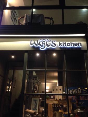 Wigi's Kitchen: Utenfor om kvelden