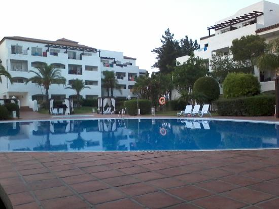 Piscine picture of club marmara marbella estepona for Piscine club piscine
