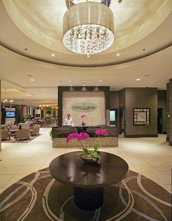Pinnacle Hotel At The Pier: Hotel Lobby