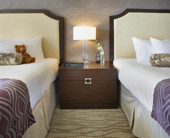 Pinnacle Hotel At The Pier: Deluxe Mountain Side Room With Two Double Beds
