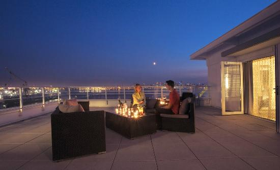 Pinnacle Hotel At The Pier: Terrace