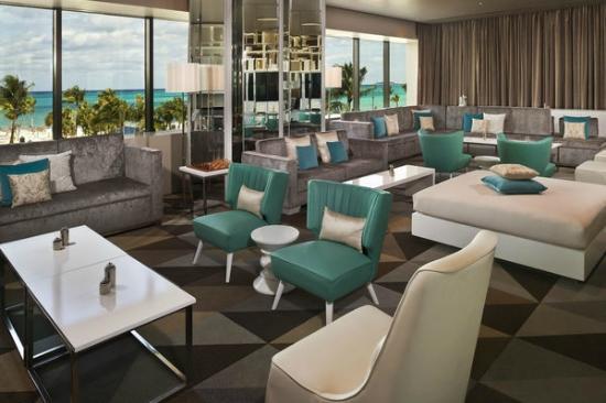 Melia Nassau Beach - All Inclusive : Level Lounge Seating Area