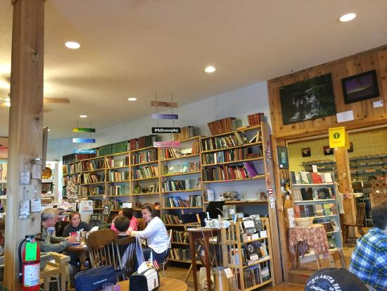 Falling Rock Cafe & Book Store : Bookstore room.