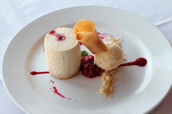 Lighthouse Restaurant: White Chocolate and Raspberry Cheesecake