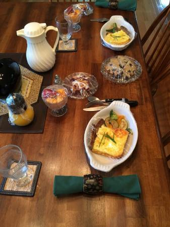 Habberstad House: Breakfast for two, delivered to our room!