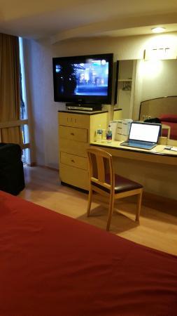 Hotel Panorama : TV & desk