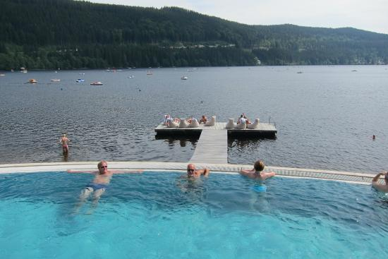 Vue lac foto van treschers schwarzwald romantik hotel for Titisee piscine
