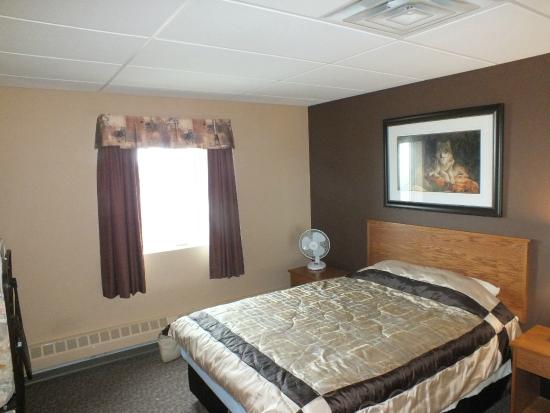 Pond Inlet, Canada: Bedroom of the one bedroom suite Sauniq hotel Inns North