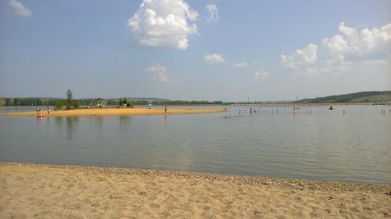 Емельяново, Россия: Озеро с островком