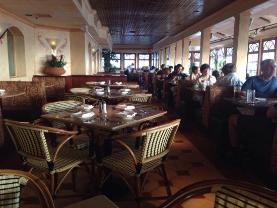 The Cheesecake Factory Redondo Beach Ca Indoor Seating Area