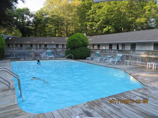 Sleepy Hollow Motor Inn: Poolside
