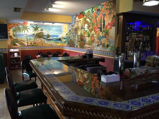 Fiesta Mexicana: The bar and the decorations makes you feel in Playa del Carmen.