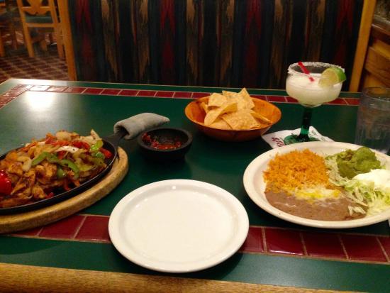 Menlo Park, Kalifornien: Margarita y pollos fajitas