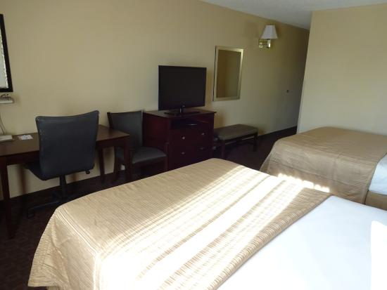Quality Inn & Suites Peoria: final room view