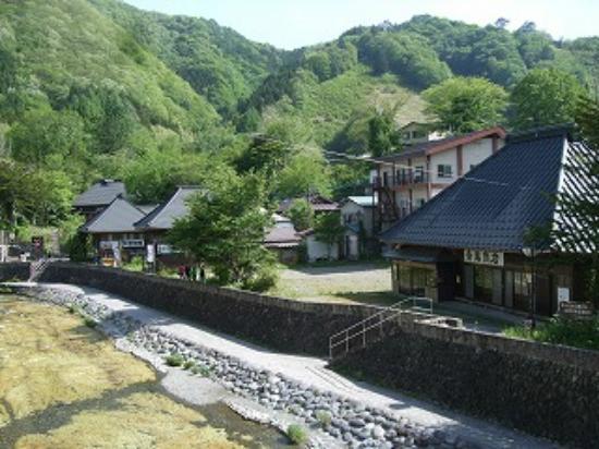 Yunishigawa Onsen: 平家集落にも古い現役の旅館があります