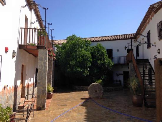 Hotel Molino Cuatro Paradas: Courtyard