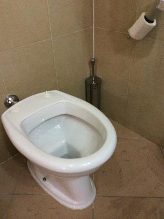 Sporcizia evidente nelle scale foto di gold hotel portici tripadvisor - Tavoletta bagno ...
