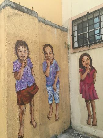 Ipoh French Hotel: Ipoh Art Wall by Local Artists