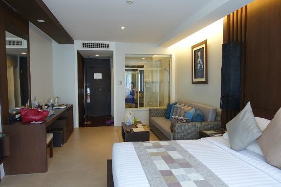 Cape Panwa Hotel: Bedroom (Superior), See-through Bathroom