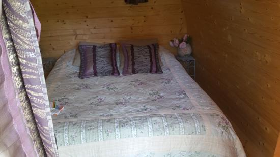 Les Cigognes : Bed in Le Pod - (separate bathroom & spa deck also in the garden)