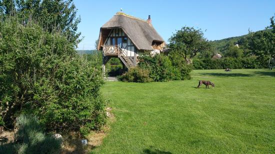 Les Cigognes : The Ami Room - elevated in garden