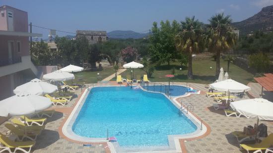 Aiolos Hotel Apartments: Πισίνα